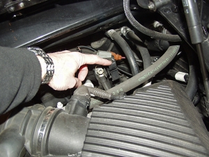 2005 Touareg Battery Location furthermore T24181372 Turn signal relay located in porsche together with Porsche Carrera 911 996 Dead Battery Locked Hood Solution additionally Porsche Cayenne Cabin Filter together with 666jo Acess Replace Air Suspension  pressor Relay. on 2006 porsche cayenne fuse box location